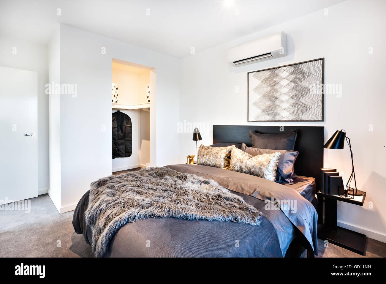 Decorazioni Per Casa Moderna : Scuro lucido e decorazione per un moderno letto di una casa o di