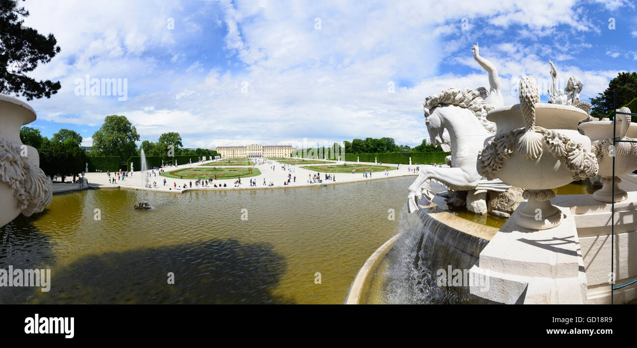 Wien, Vienna: il Palazzo di Schönbrunn : vista della Fontana di Nettuno al Castello, Austria, Wien, 13. Immagini Stock
