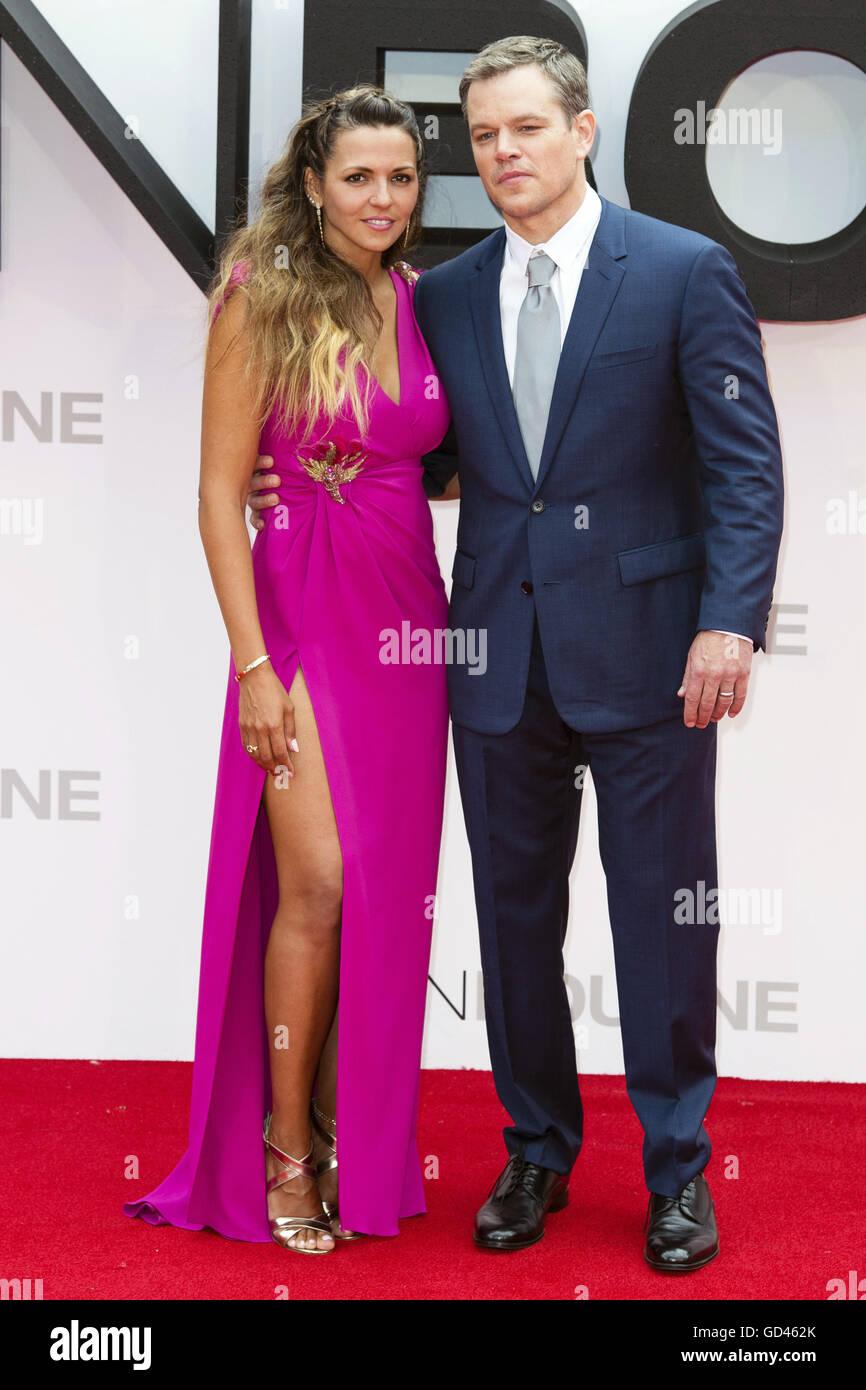 Matt Damon e la moglie Luciana Barroso frequentare la premiere europeo  dell' Jason Bourne' di Odeon Leicester Square sulla luglio 11, 2016 a  Londra, Inghilterra. | Verwendung weltweit Foto stock - Alamy