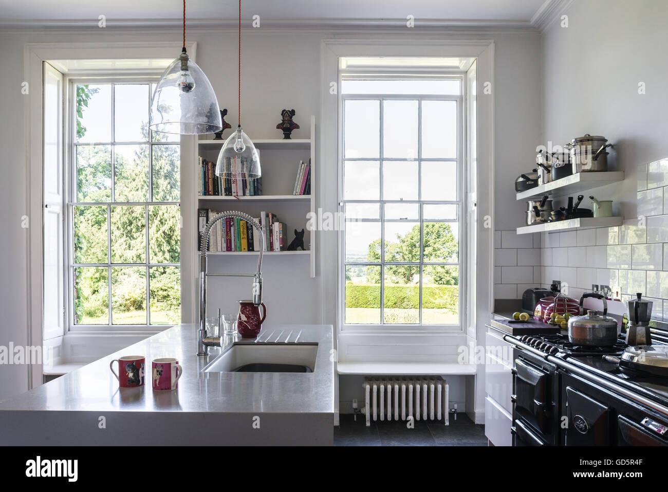 Soffitto alto cucina con aga e metro bianco piastrelle la