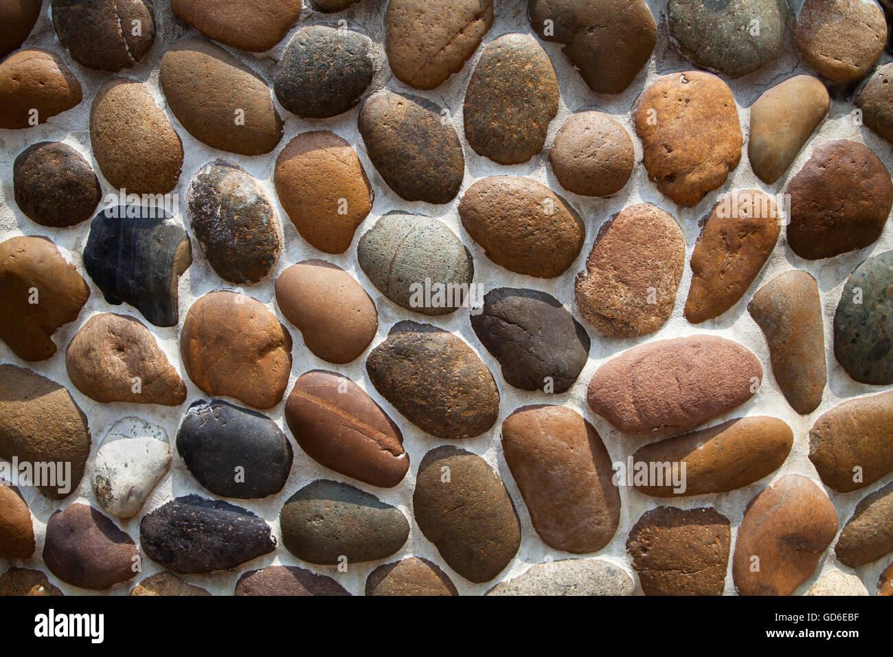 Grigio e marrone a mosaico di ciottoli di texture di muro di sfondo