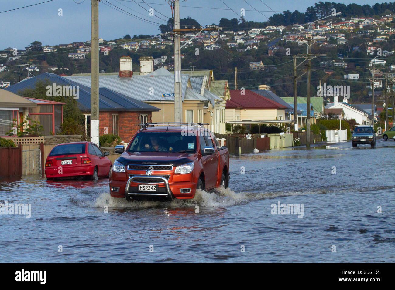 Il traffico su allagato Bay View Road, South Dunedin inondazioni, Dunedin, Isola del Sud, Nuova Zelanda Foto Stock