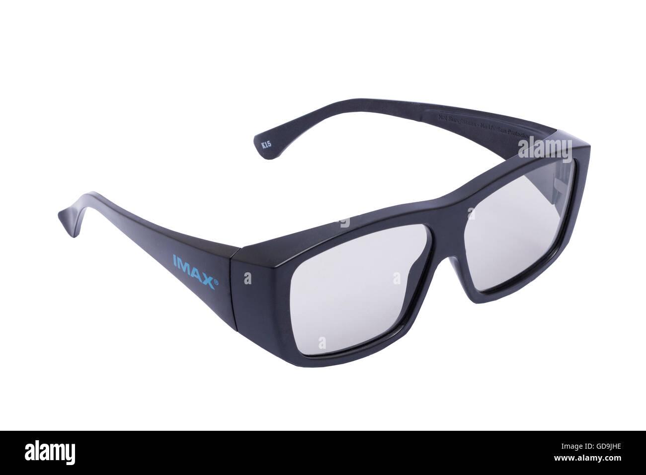 Una coppia di cinema IMAX 3d occhiali su sfondo bianco Immagini Stock
