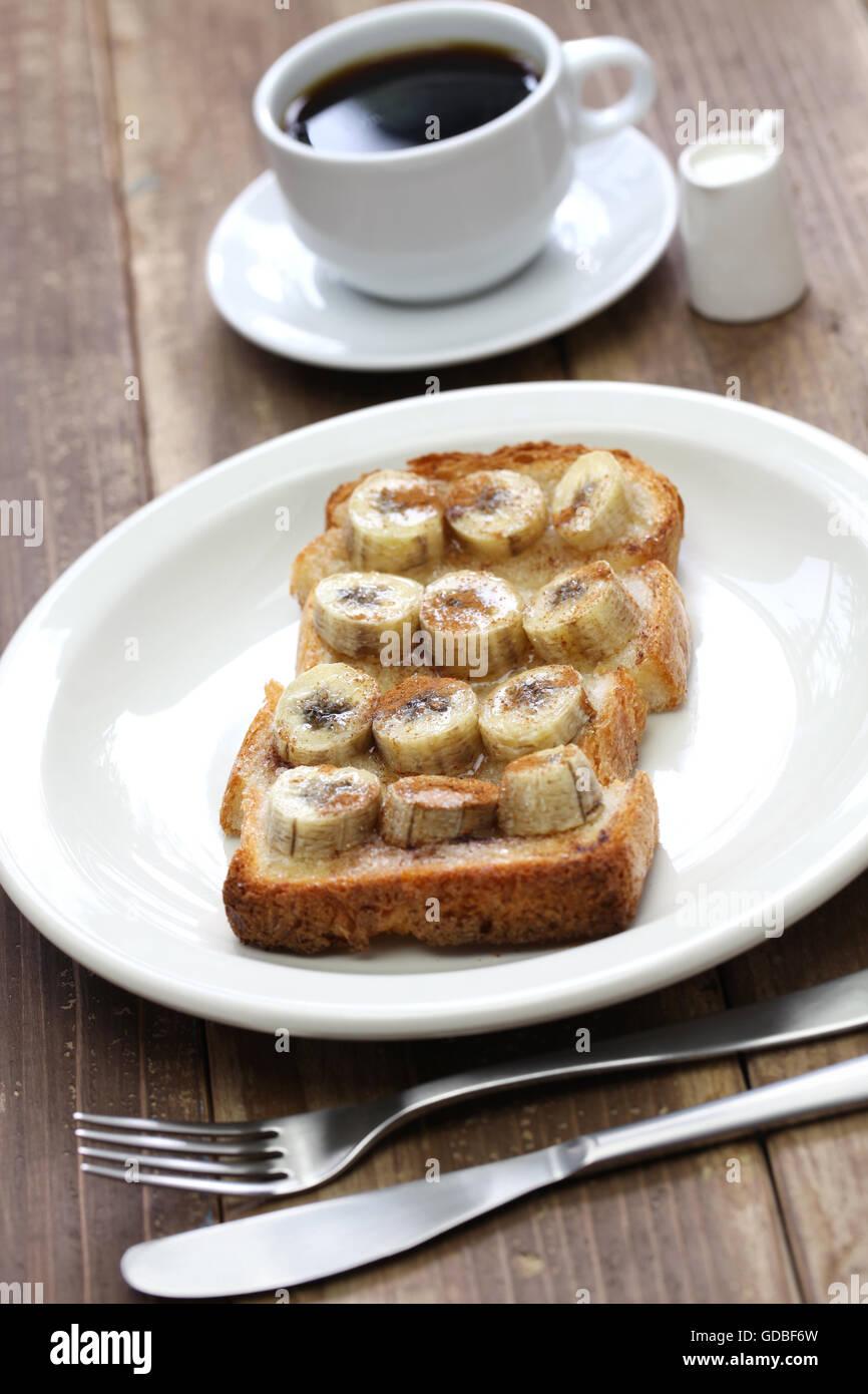 La miscela di zucchero e cannella banana toast e una tazza di caffè Immagini Stock