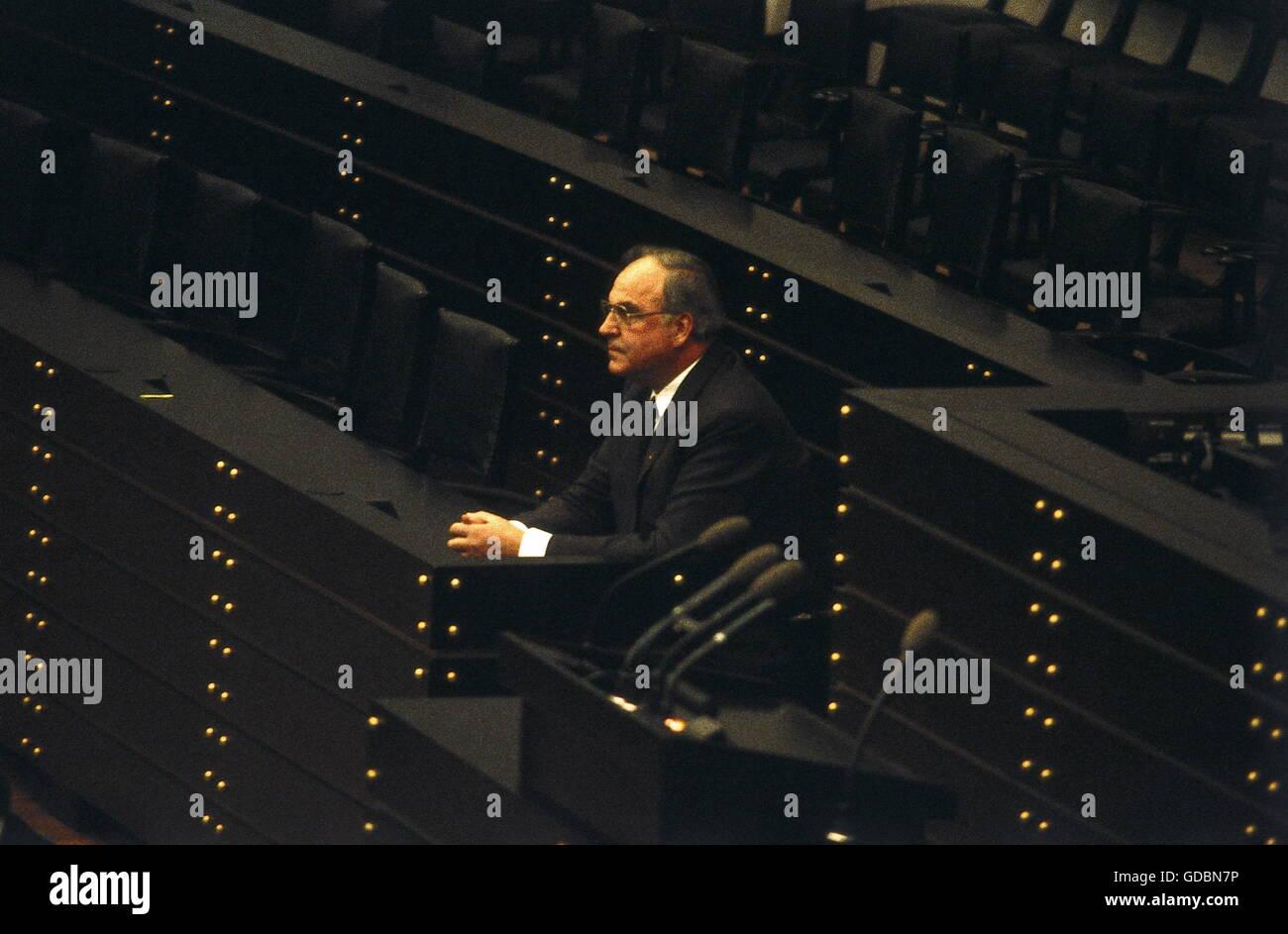 Kohl Helmut, * 3.4.1930, uomo politico tedesco (CDU), il cancelliere della Germania 1982 - 1998, da solo sulla sede Immagini Stock