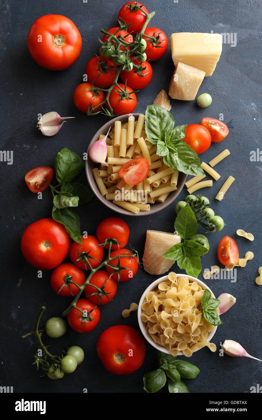 Pasta e pomodori in ardesia Immagini Stock