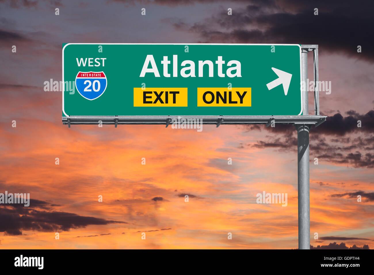 Atlanta in Georgia uscita autostrada solo segno con sunrise sky. Immagini Stock
