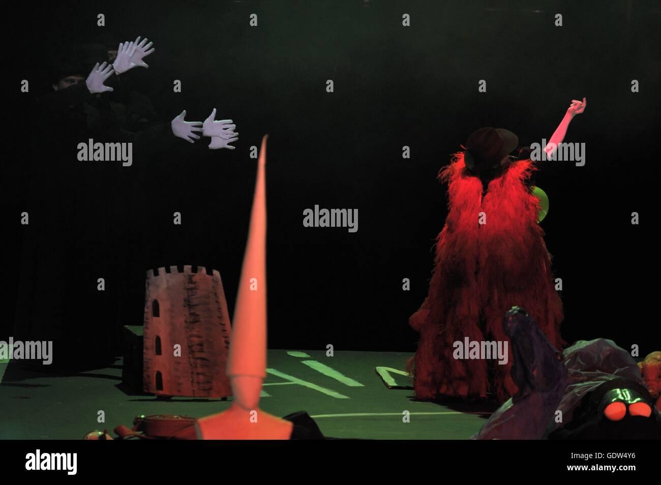 """""""Rappresentatione di Anima et di corpo """" a cura di Emilio de' Cavalieri, direttore: Achim Freyer Immagini Stock"""