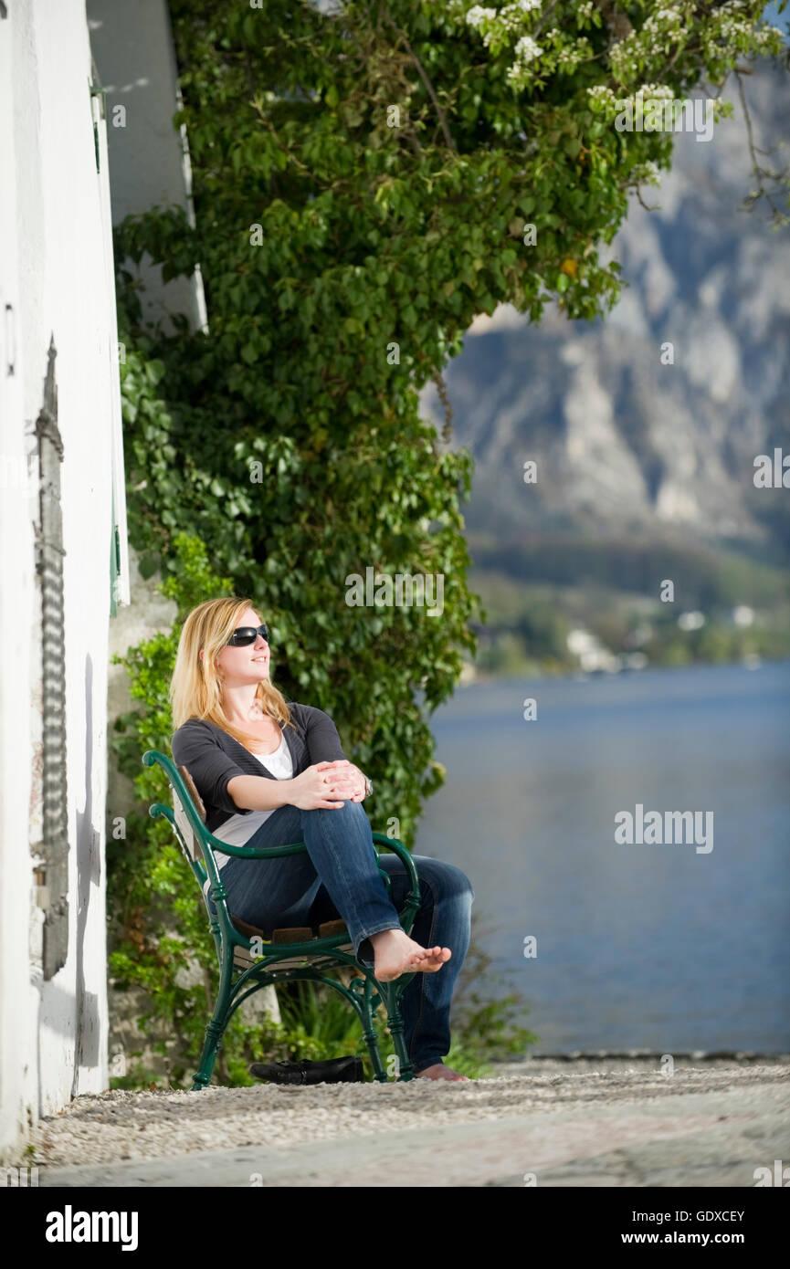 Giovane donna, Traunkirchen, Uperaustria, Austria Immagini Stock