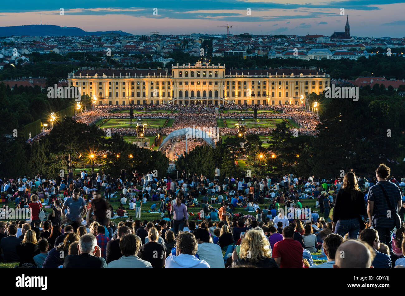 Wien, Vienna: Notte estiva concerto della Filarmonica di Vienna nel parco del Palazzo di Schönbrunn Austria Immagini Stock