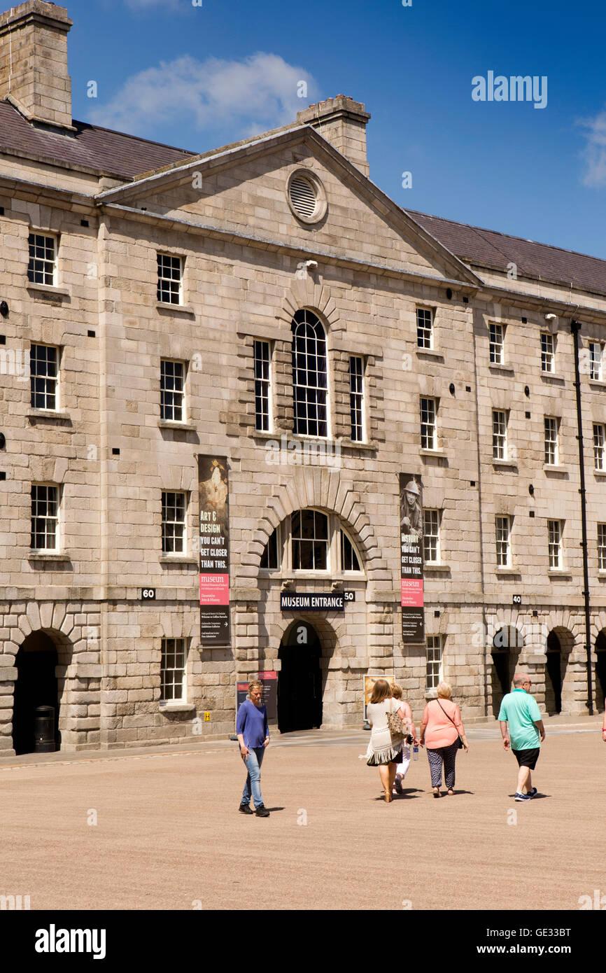 Irlanda, Dublino, Benburb Street, Museo Nazionale delle Arti Decorative e storia nel 1704 Collins Barracks parata Immagini Stock