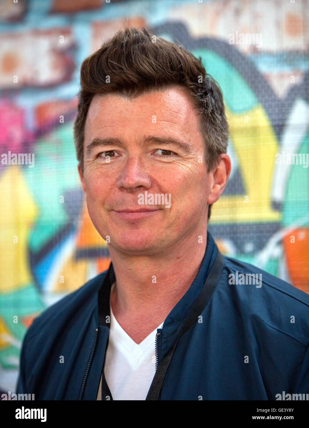 Perth, Scotland, Regno Unito. 23 Luglio, 2016. Rick Astley gioca riavvolgere 2016,Scone Palace,Perth,Scotland Credit: Immagini Stock
