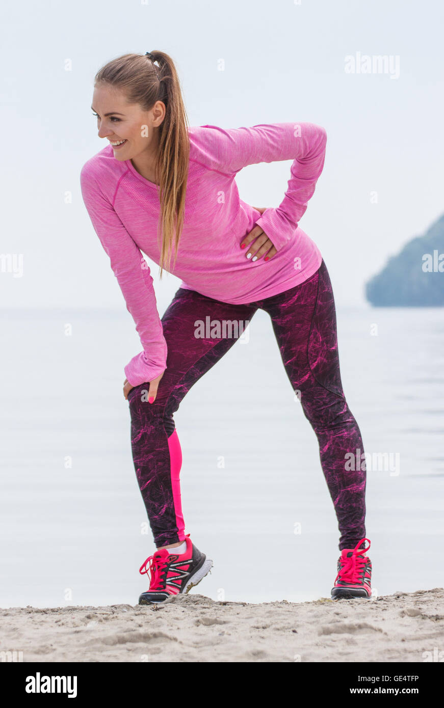 first rate 0eac1 b422d Slim ragazza sportiva di indossare abbigliamento sportivo e ...