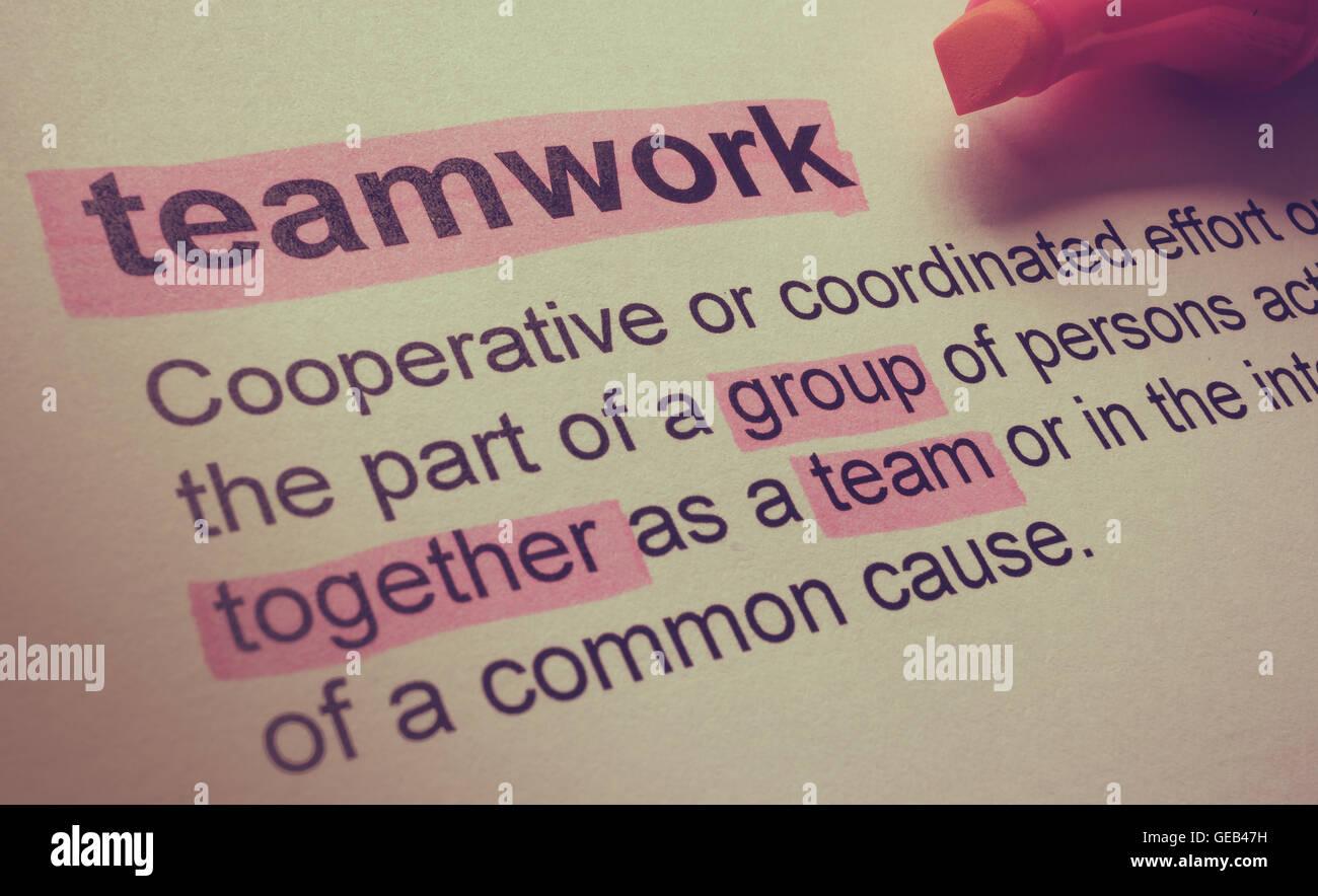 Definizione di un lavoro di squadra, evidenziata a colori. Immagini Stock