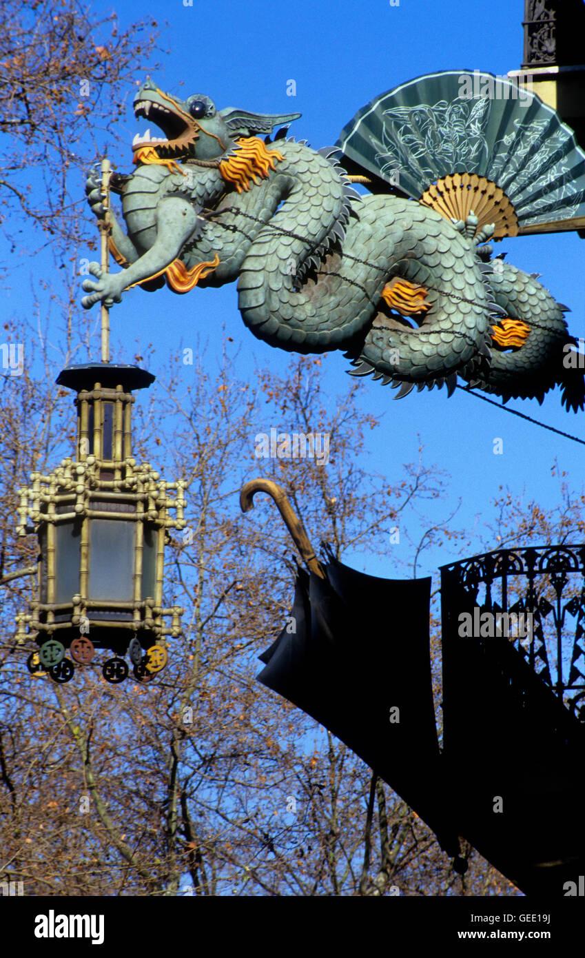 Barcellona: Las Ramblas. Decorazioni art nouveau sulla Casa Bruno Immagini Stock