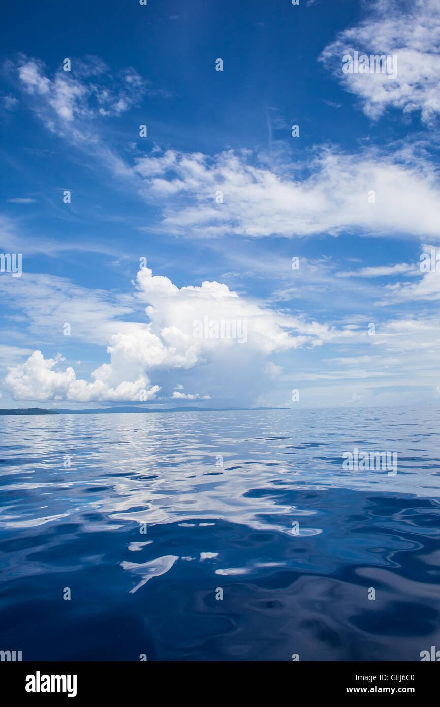 Foto Di Mare Azzurro E Cielo Tropicale Nuvole Seascape Sun Sull