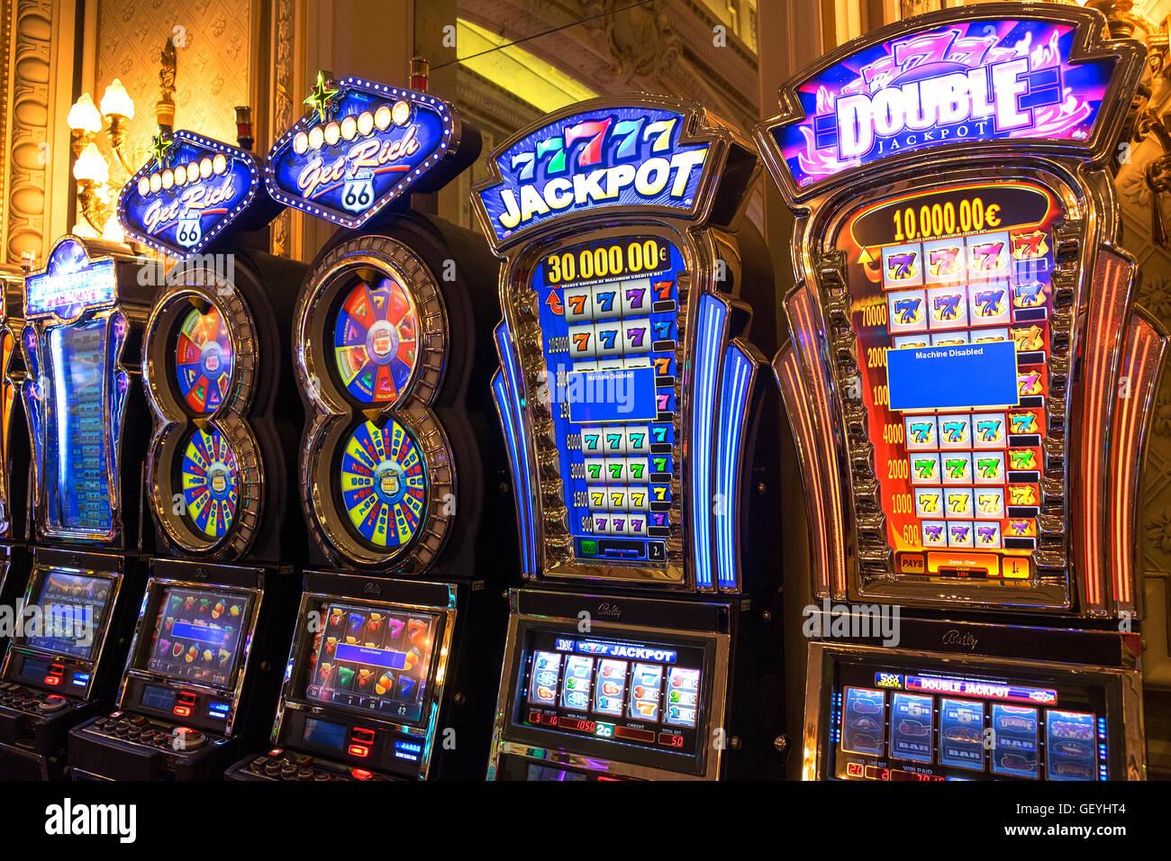 Slot machine nel casinò di Monte Carlo, Monaco Immagini Stock