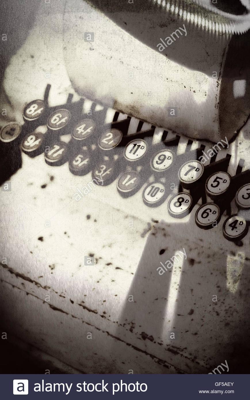 Vintage Shop till chiavi moody immagine con forti ombre Immagini Stock