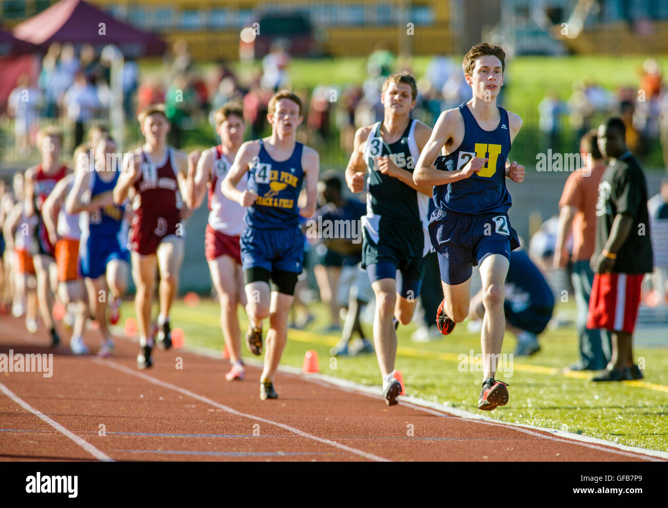 Gli studenti delle scuole superiori di gareggiare al Henderson Invitational Track & Field soddisfare Immagini Stock