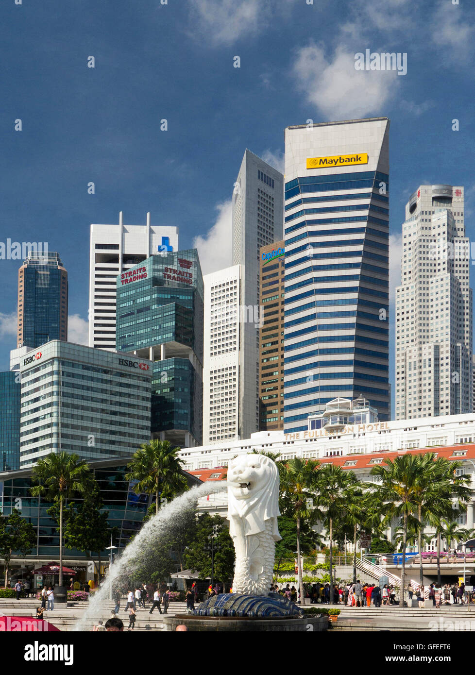 Statua Merlion e acqua beccuccio, Singapore Waterfront, Singapore Immagini Stock