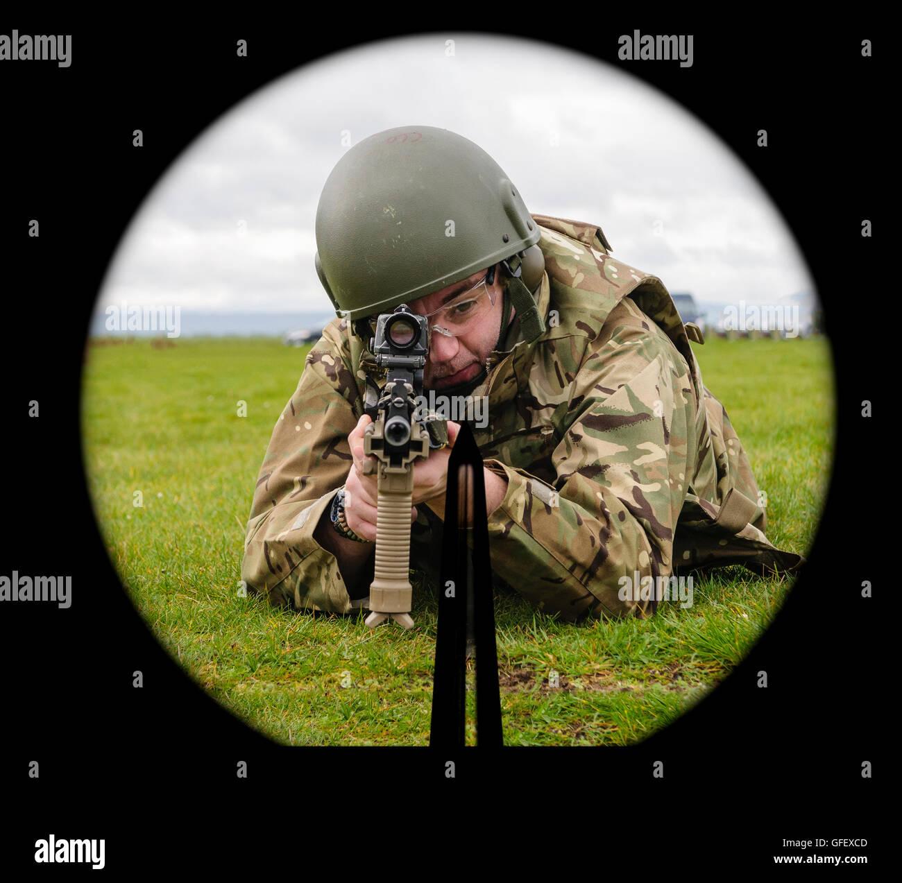 Una NATO SA80 spia ottica preparati su un soldato sottoposti a formazione di armi da fuoco. Foto Stock