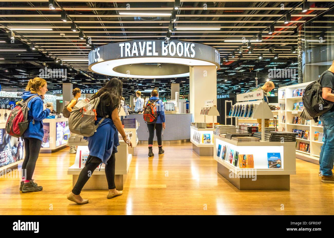 Libro di viaggio Shop lounge di partenza 2 all'Aeroporto di Amsterdam Schiphol Immagini Stock