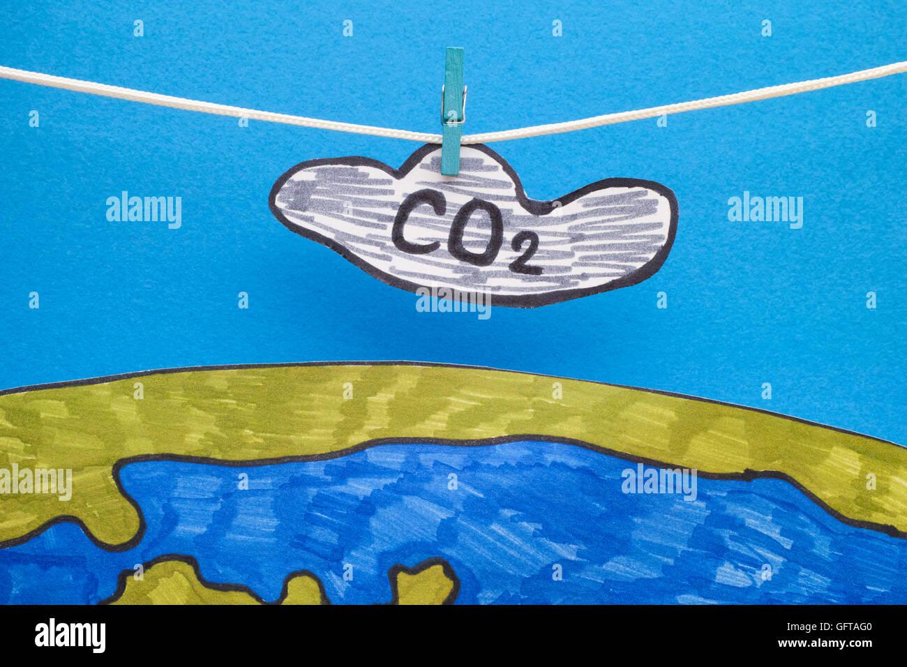Il biossido di carbonio Cloud (CO2) appeso sopra la terra. Concetto di immagine. Close up. Immagini Stock