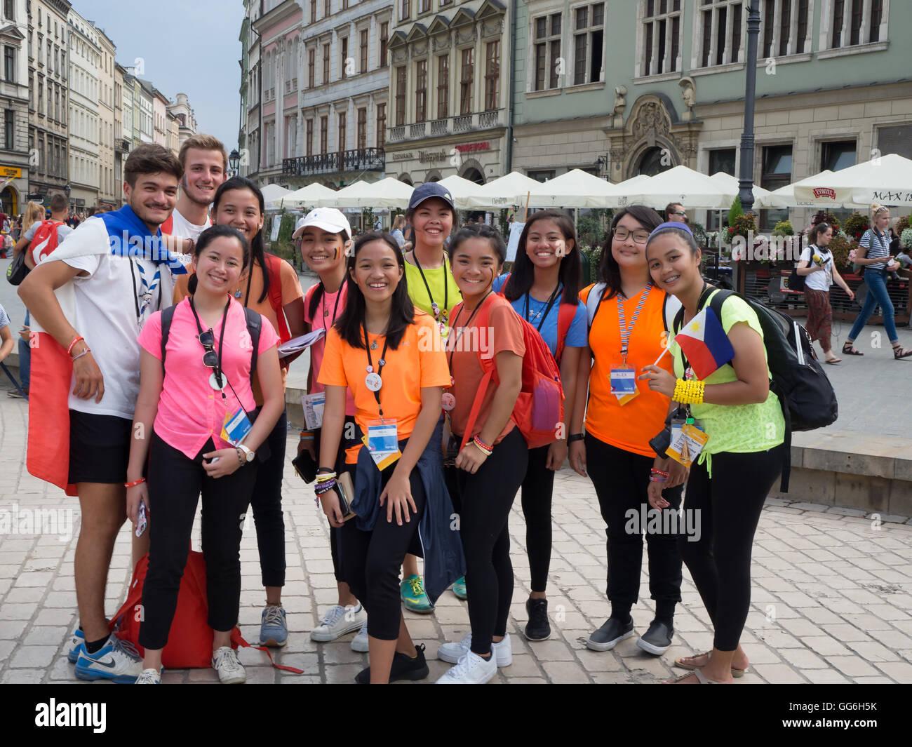 La Giornata Mondiale della Gioventù 2016. Philippine ragazze e ragazzi francese sulla Piazza del Mercato di Immagini Stock