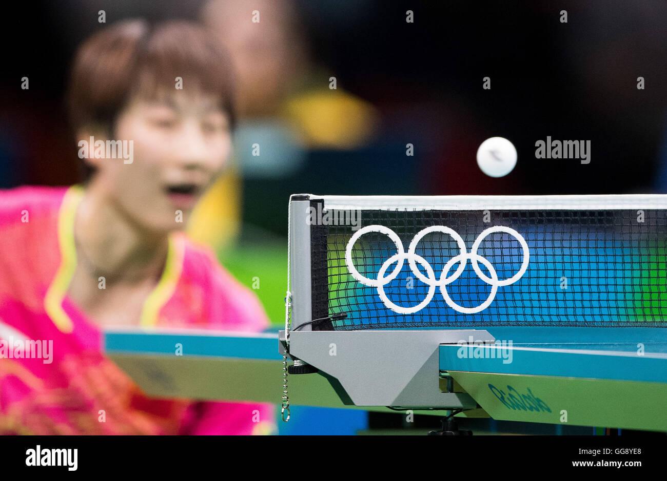 Rio de Janeiro, Brasile. 10 Agosto, 2016. Olimpiadi 2016 Ping Pong - dettaglio della rete con il logo dei Giochi Immagini Stock