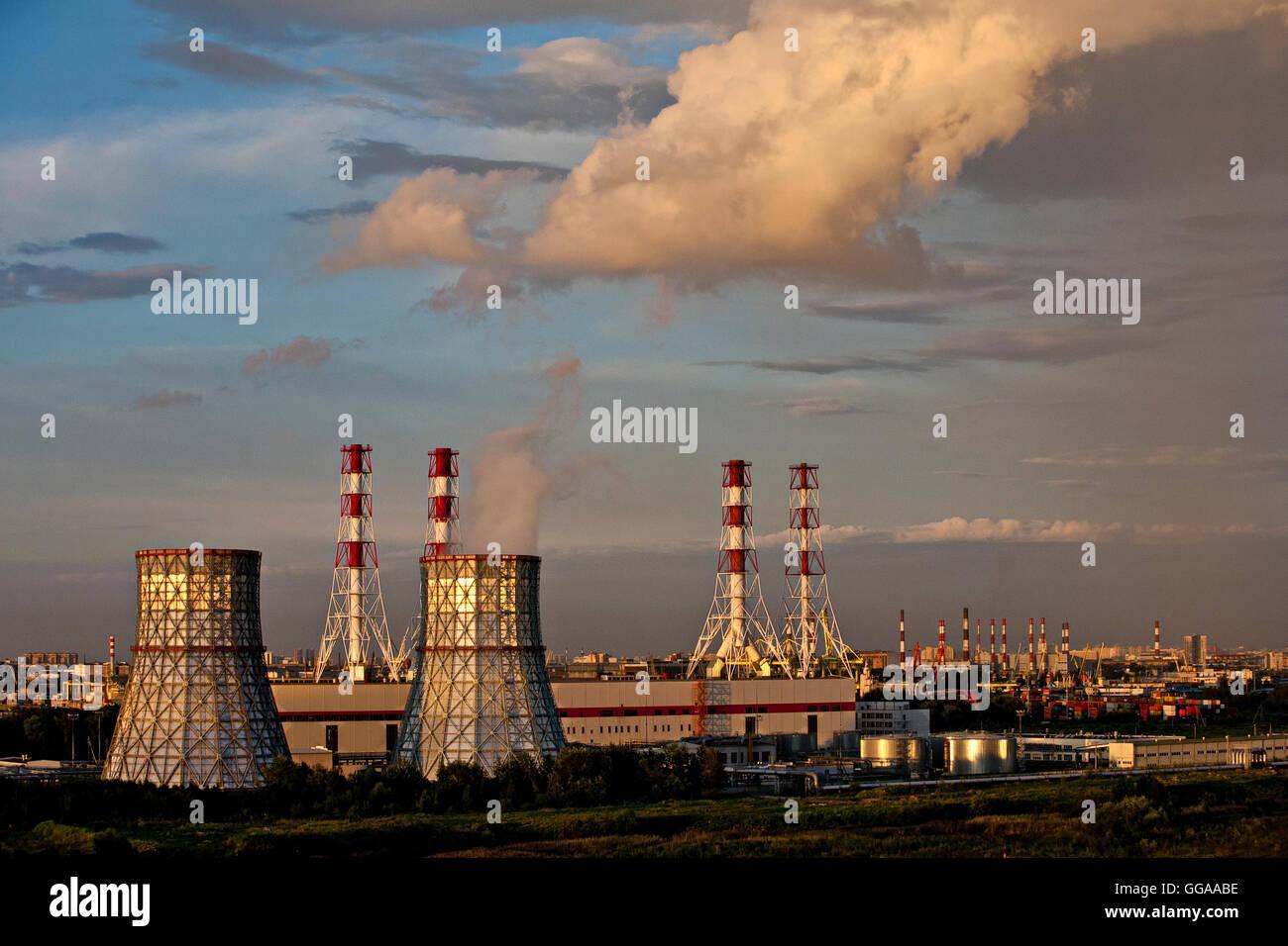 La centrale termoelettrica di potenza Immagini Stock