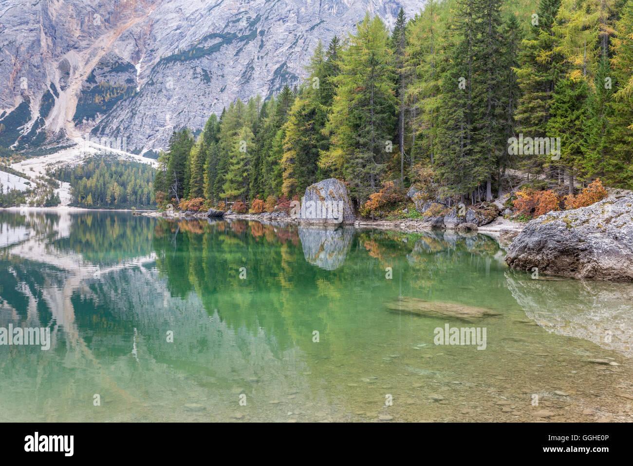 Geografia / viaggi, Italia, Alto Adige, silenzioso acqua e riflessione sul Lago di Braies (Lago Selvaggio) , Additional Immagini Stock