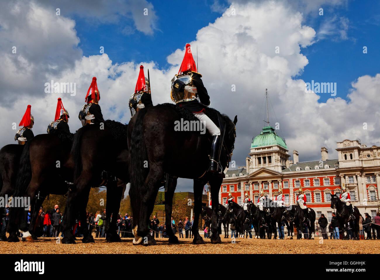 Modifica del cavallo protezioni, la Sfilata delle Guardie a Cavallo, London, England, Regno Unito Immagini Stock