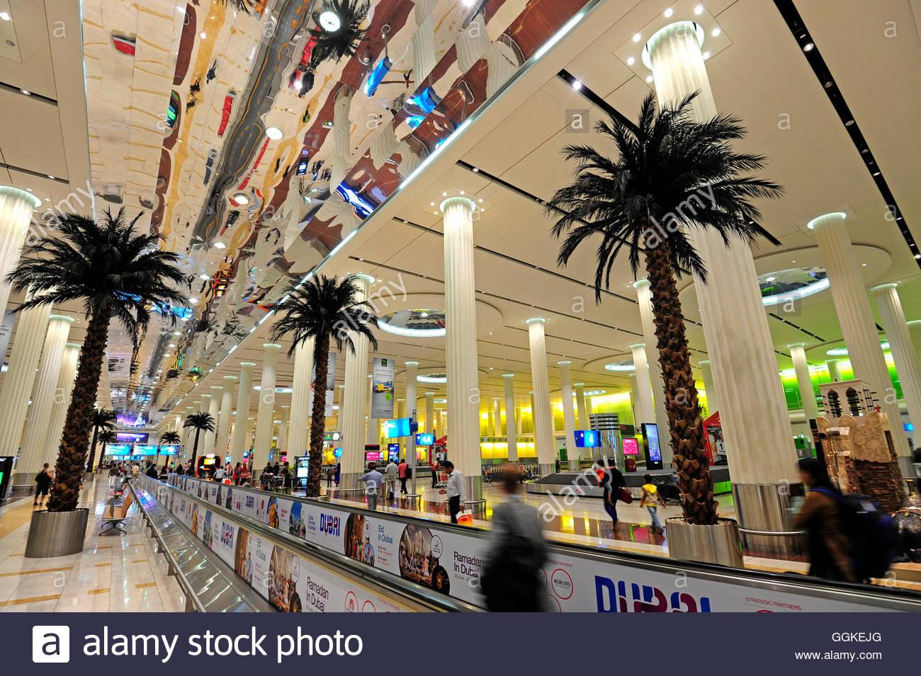 Arrivo e area reclamo bagagli in aeroporto internazionale di Dubai, Dubai, Emirati Arabi Uniti Immagini Stock