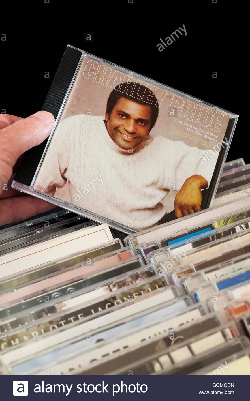 Charley Pride mi stupirà il suo amore sulla Radio CD essendo scelti tra le righe di altri CD Immagini Stock