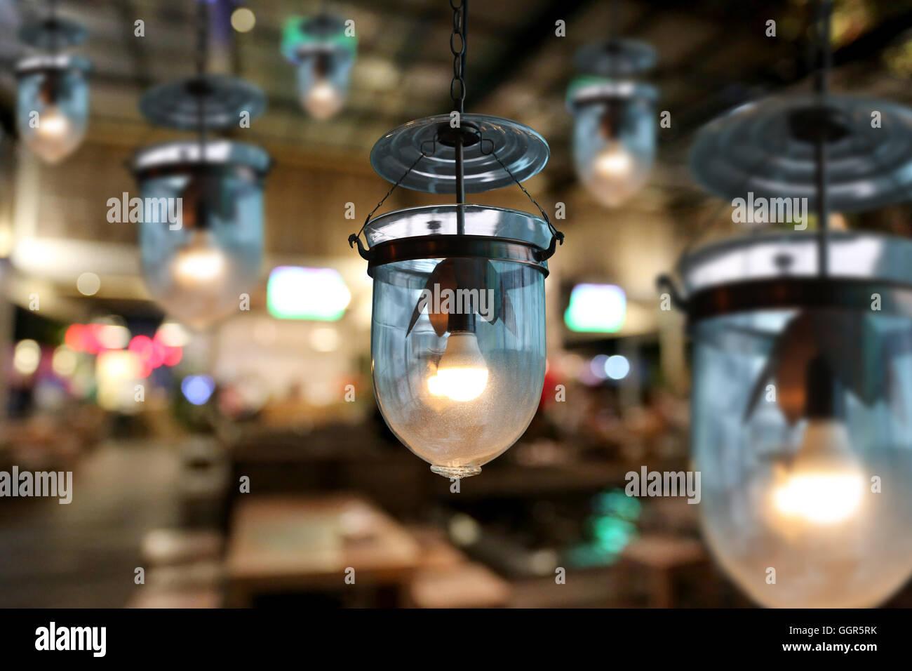 Illuminazione calda moderne lampade da soffitto in cafe e la