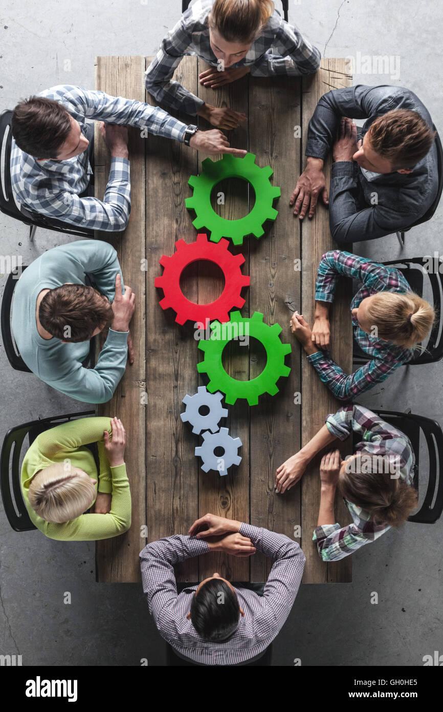 Hipster team aziendale e denti di brainstorming incontro di pianificazione del concetto Immagini Stock