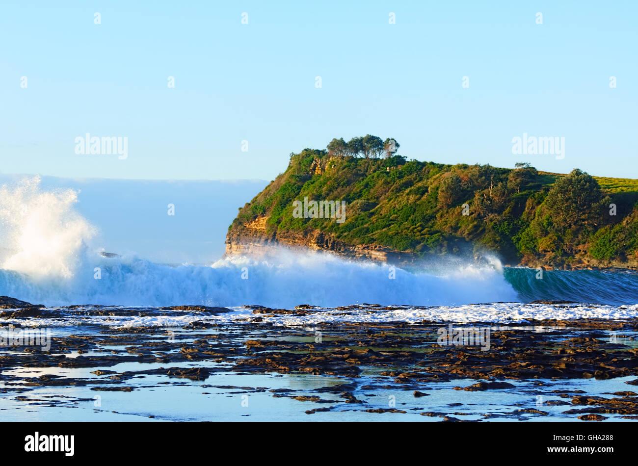 Mari pesante al Boat Harbour, Gerringong, Illawarra Costa, Nuovo Galles del Sud, NSW, Australia Immagini Stock
