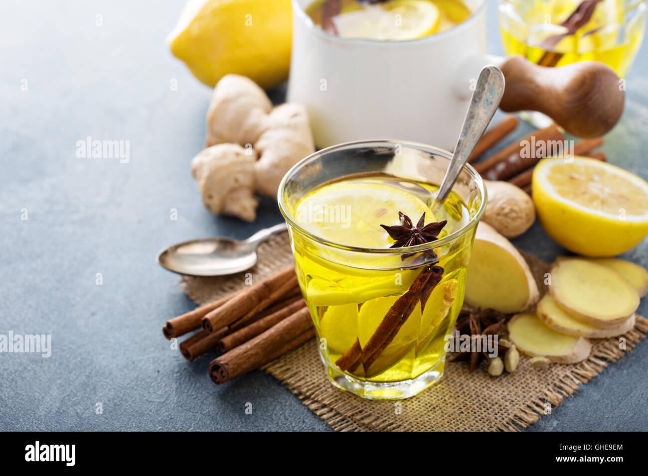 Il tè allo zenzero con il limone Immagini Stock