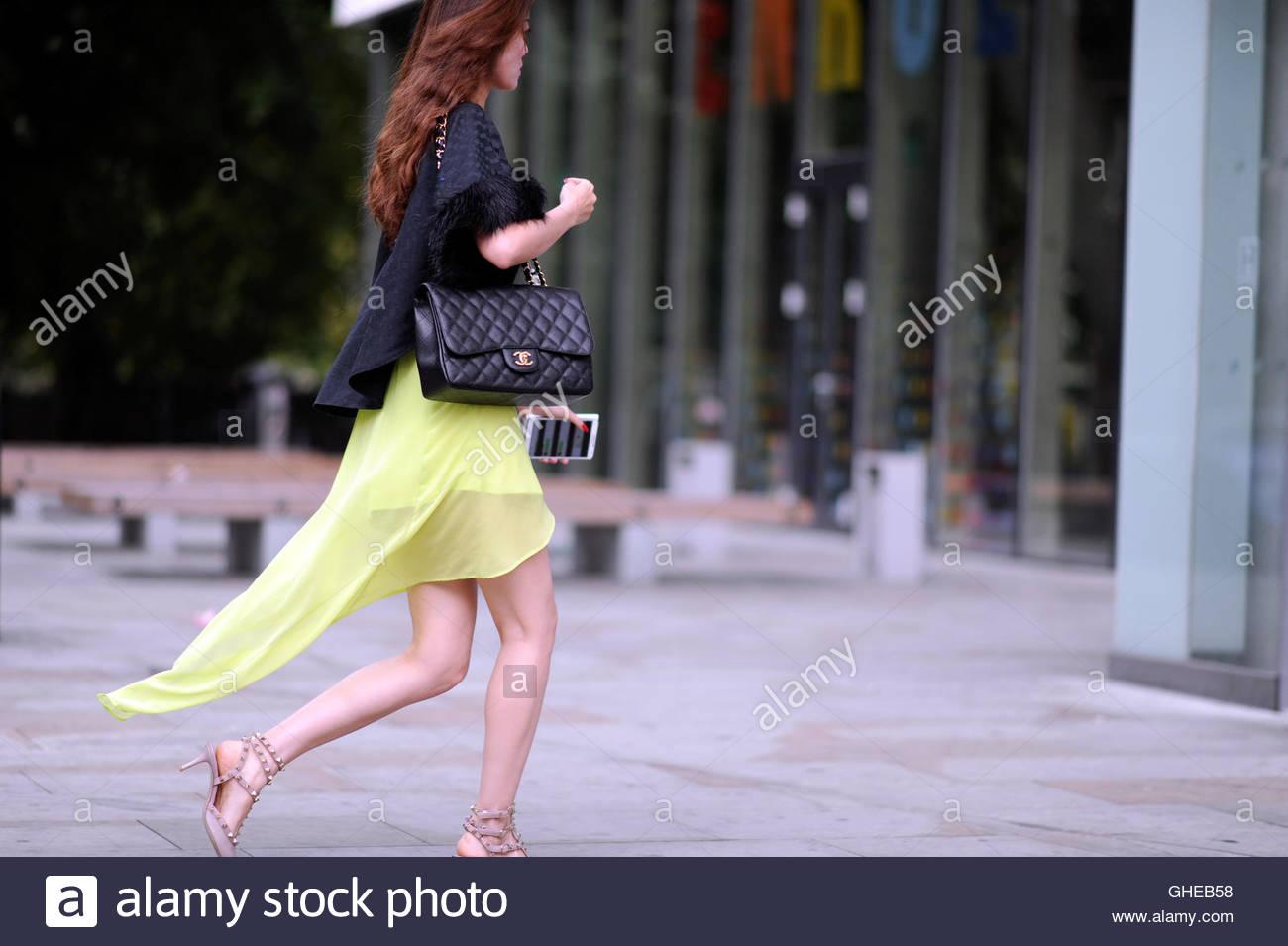 Arrivo per la sfilata di moda alla settimana della moda di Londra. Immagini Stock