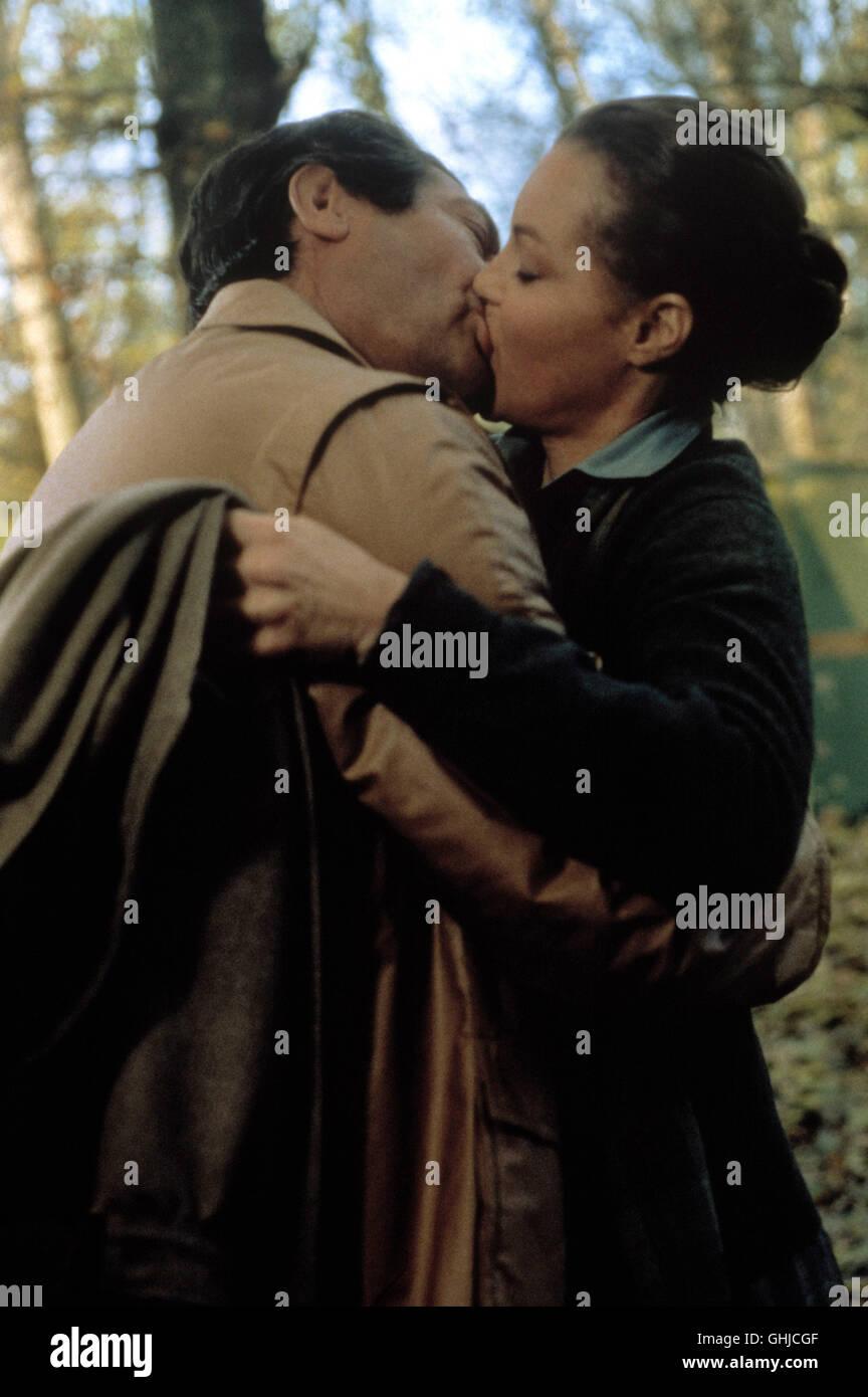 MARCELLO MASTROIANNI (Nino Monti), Romy Schneider (Anna Brigatti) Regie: Dino Risi aka. Fantasma d'amore / Fantome Immagini Stock