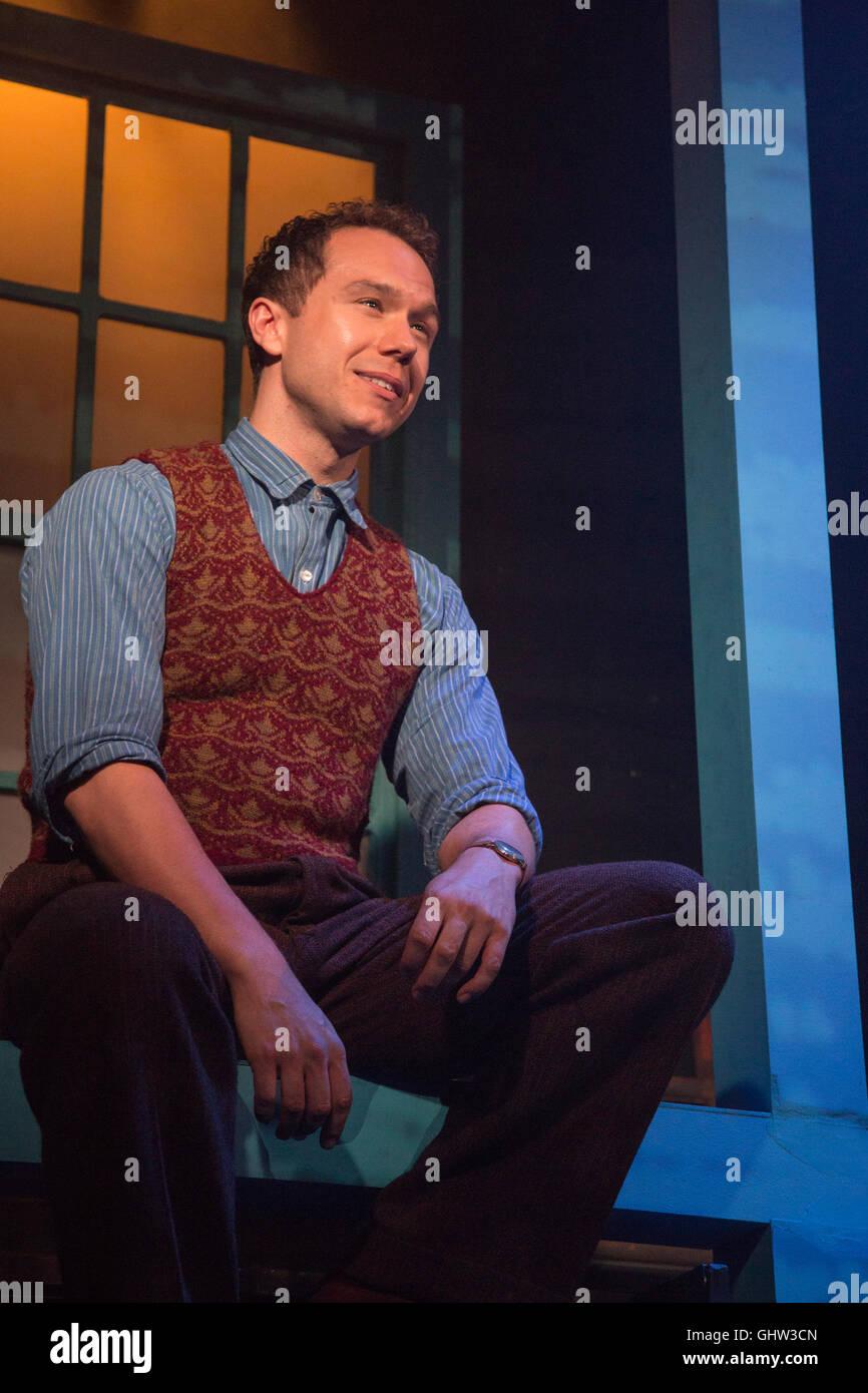 Londra, Regno Unito. 11 agosto 2016. Nella foto: Gary Tushaw come Giuseppe Taylor Jr. Southwark Playhouse presenta Immagini Stock