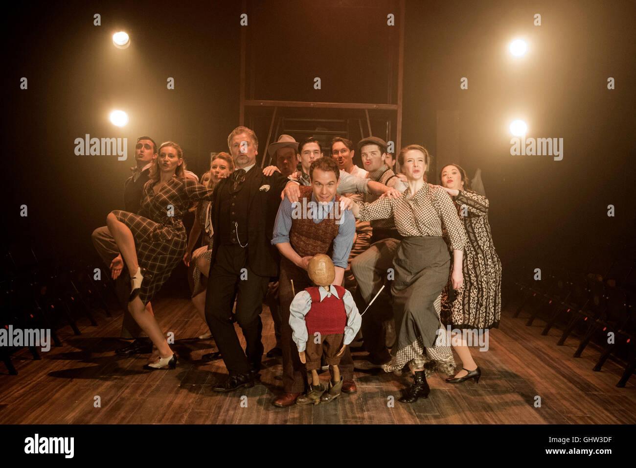 Londra, Regno Unito. 11 agosto 2016. Gary Tushaw come Joseph Taylor Jr (centro). Southwark Playhouse presenta Rogers Immagini Stock