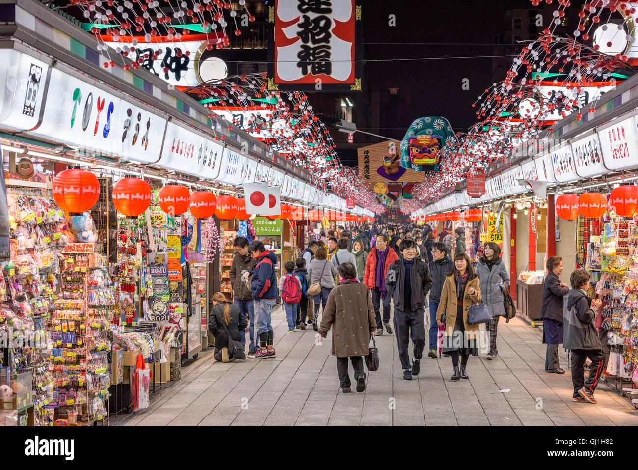 Shopping Arcade presso il tempio Sensoji di Asakusa, Tokyo, Giappone. Immagini Stock