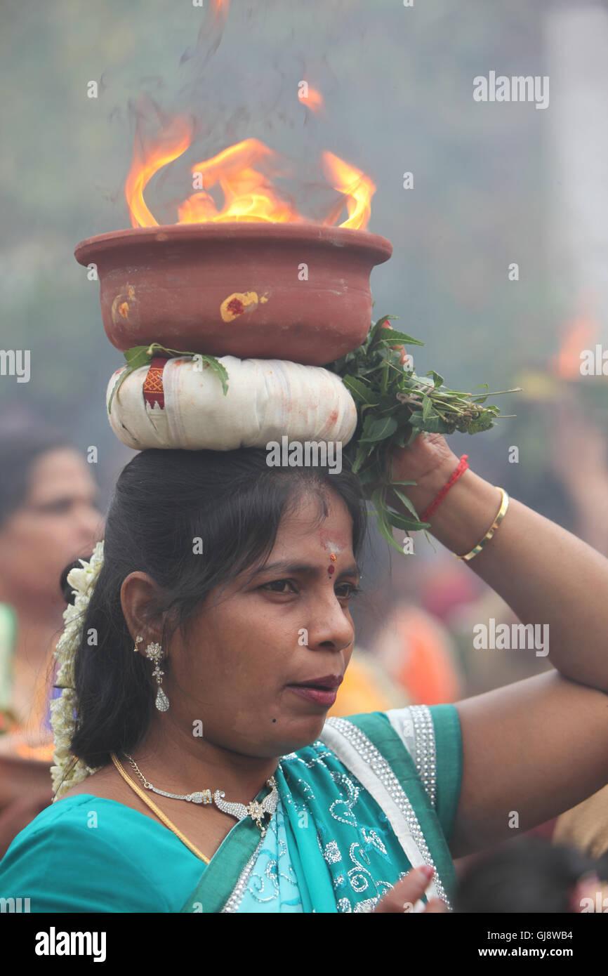 Londra, Regno Unito. 14 Agosto, 2016. Kavadi Attam annuale carro Tamil in festival di Shri Kanaga Thurkkai tempio Immagini Stock