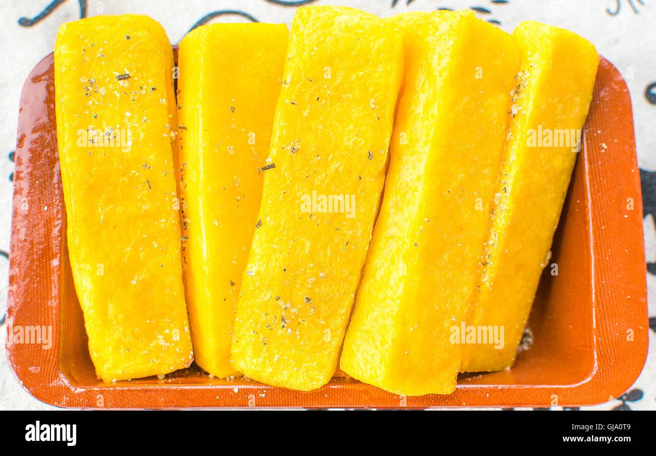 Farina di mais fette di polenta gialla Immagini Stock