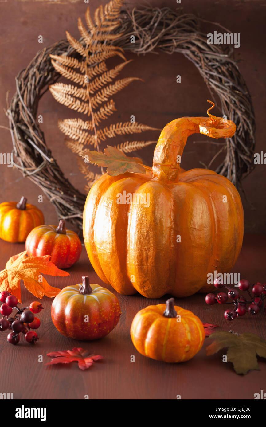 Zucca Halloween Cartapesta.Golden Decorativo Cartapesta Di Zucca E Foglie Di Autunno Per La