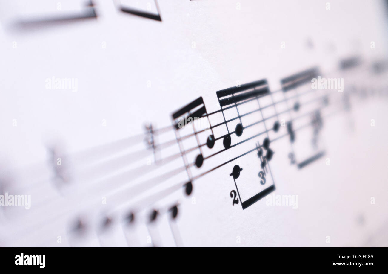Music notes on paper immagini & music notes on paper fotos stock alamy