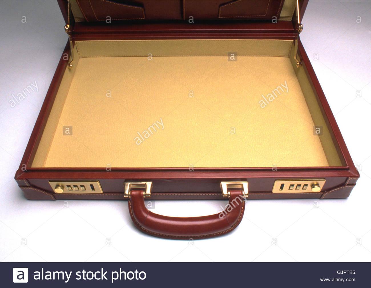 Business Briefcase ampia e aperta per mostrare che si è completamente vuota. Immagini Stock