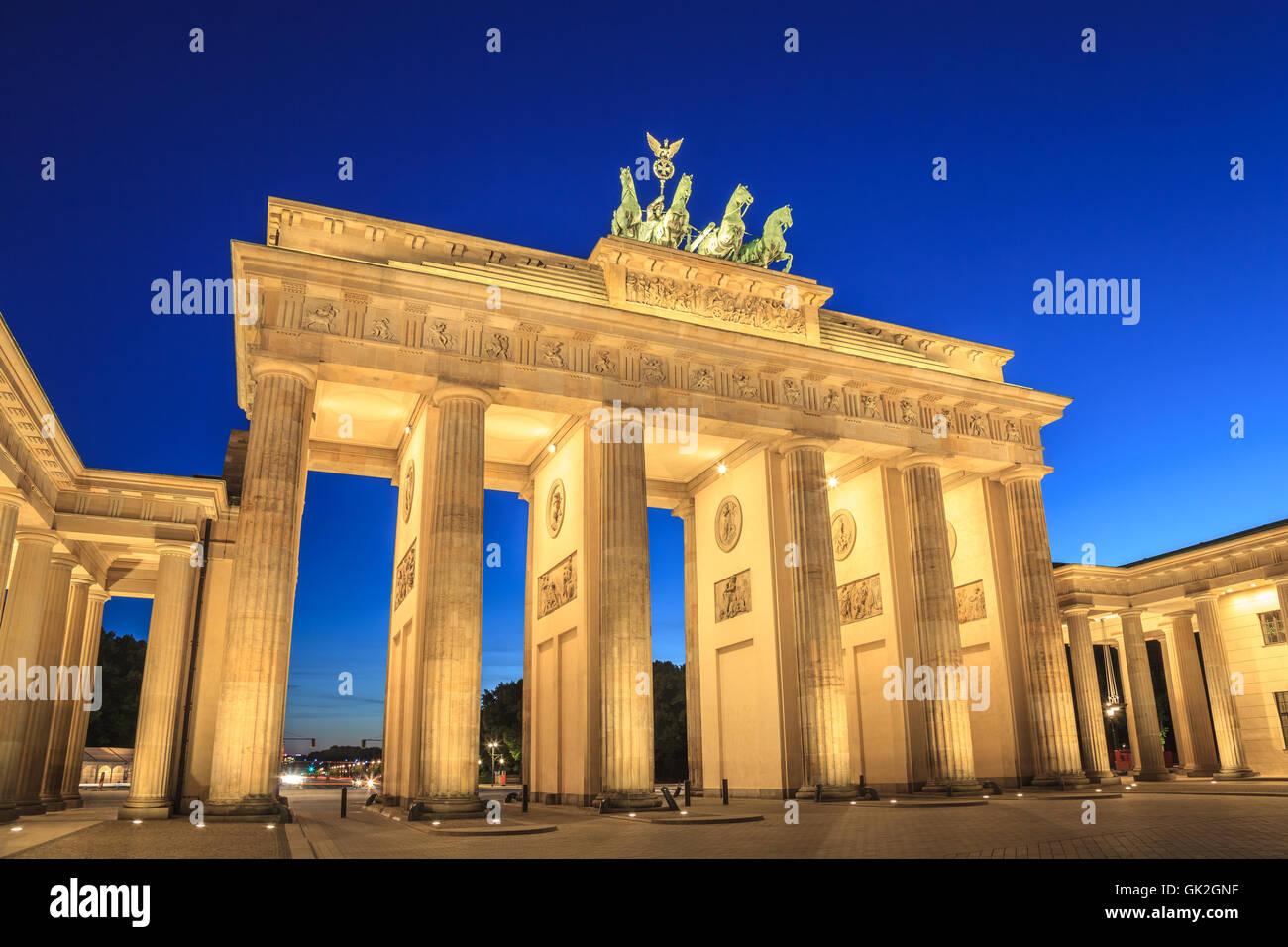 La Porta di Brandeburgo a Berlino la notte, Germania Immagini Stock