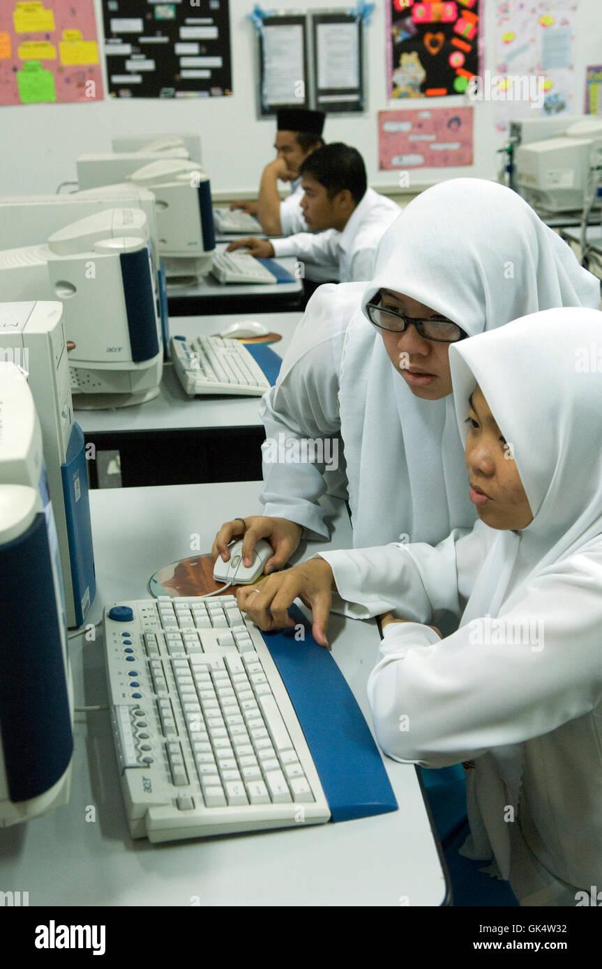 Bandar Seri Begawan, Brunei --- Lezioni di informatica in Brunei High School --- Image by © Jeremy Horner Immagini Stock